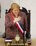 La presidenta chilena, Michelle Bachelet, en el Congreso en Valparaíso, 21 de mayo de 2014. Chile agilizará la incorporación de proyectos eléctricos convencionales y la instalación de líneas de transmisión para enfrentar la creciente demanda energética, dijo la noche del martes la presidenta Michelle Bachelet. REUTERS/Eliseo Fernandez