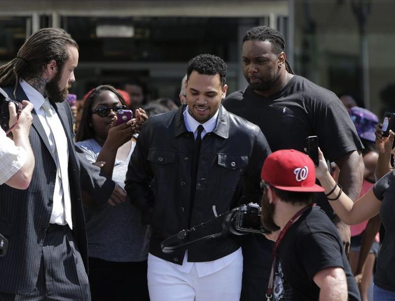Grammy-winning R&B singer Chris Brown (C) departs the D.C. Courthouse in Washington June 25, 2014. REUTERS/Gary Cameron