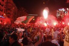 Torcedores da Argélia comemoram classificação para as oitavas de final da Copa do Mundo, em Argel Algerian. 26/6/2014 REUTERS/Ramzi Boudina