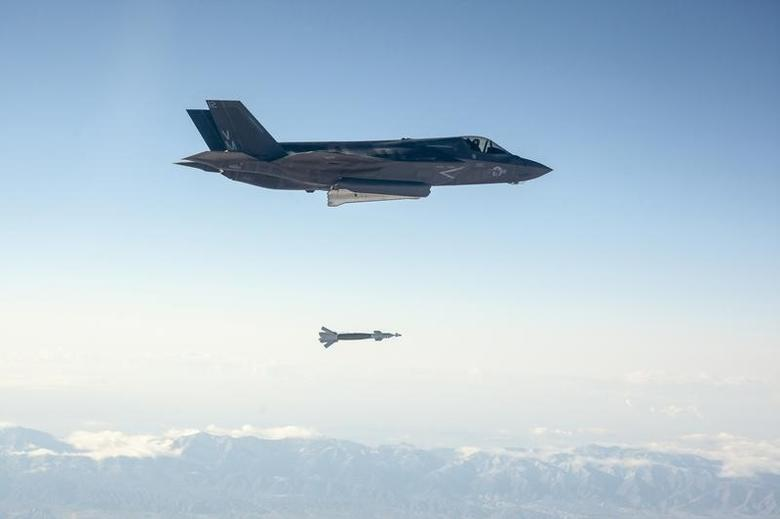 A U.S. Marine Corps F-35B short take-off and vertical landing (STOVL) fighter jet drops a laser-guided bomb during its first guided weapons release test at Edwards Air Force Base, California October 29, 2013.   REUTERS/US Navy/Handout via Reuters