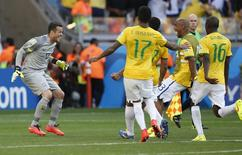 Brazil's goalkeeper Julio Cesar celebrates with teammates after the penalty shootout at the 2014 World Cup round of 16 game between Brazil and Chile at the Mineirao stadium in Belo Horizonte June 28, 2014. REUTERS/Toru Hanai (BRAZIL  - Tags: TPX IMAGES OF THE DAY SOCCER SPORT WORLD CUP)