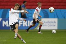 Germany's national soccer player Thomas Mueller kicks for the ball during a training session at Beira Rio stadium in Porto Alegre June 29, 2014. REUTERS/Edgard Garrido