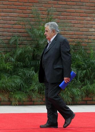 Uruguay's President Jose Mujica arrives to the ceremonial greeting of heads of states during the G77+ China Summit in Santa Cruz de la Sierra June 15, 2014. REUTERS/David Mercado