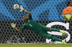 Goleiro da Costa Rica Keilor Navas em partida contra a Grécia, em Recife.  29/6/ 2014.     REUTERS/Damir Sagolj