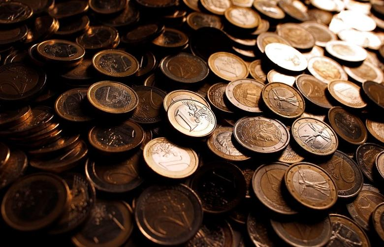 Euro coins are seen in this photo illustration taken in Rome, December 9, 2011.  REUTERS/Tony Gentile