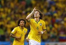 David Luiz comemora gol marcado contra a Colômbia em Fortaleza. 04/07/2014.  REUTERS/Marcelo Del Pozo