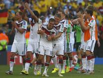Jogadores da seleção da Alemanha comemoram classificação às semifinais da Copa do Mundo. 04/07/2014. REUTERS/Eddie Keogh