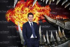 """En la imagen, el actor estadounidense Mark Wahlberg posa en Berlín para las fotografías antes del estreno en Europa de la cinta """"Transformers: Age of Extinction"""" que protagoniza. 29 de junio del 2014. """"Transformers: Age of Extinction"""" recaudó 36,4 millones de dólares y volvió a quedarse con el primer lugar en la taquilla el fin de semana del 4 de julio en cines de Estados Unidos y Canadá, desplazando a los estrenos """"Tammy"""", """"Deliver Us From Evil"""" y """"Earth to Echo"""". REUTERS/Thomas Peter"""