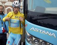 Asatana team rider Nibali of Italy wearing the race leader's yellow jersey arrives for the start of the 6th stage of the Tour de France between Arras and Reims, July 10, 2014.   REUTERS/Jacky Naegelen