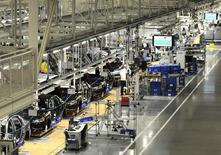 L'usine Volkswagen de Chattanooga, dans le Tennessee. VW a annoncé lundi qu'il investirait environ 900 millions de dollars (660 millions d'euros) dans ses usines nord-américaines, dont 600 millions à celle de Chattanooga,, choisie pour l'assemblage d'un nouveau véhicule SUV à compter de la fin 2016., /Photo d'archives/REUTERS/Billy Weeks