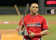 Yoenis Cespedes of the Oakland Athletics hoists the championship trophy after winning the 2014 Home Run Derby at Target Field in Minneapolis, July 14, 2014. REUTERS/Jesse Johnson/USA TODAY Sports