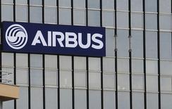 """Airbus Group à suivre à la Bourse de Paris. Qatar Airways a refusé les trois premiers A380 que lui a livrés Airbus, en se disant """"très déçu"""" par l'avionneur européen. /Photo prise le 25 février 2014/REUTERS/Régis Duvignau"""