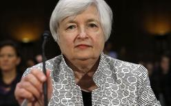 Chair do Federal Reserve dos EUA, Janet Yellen, fala no Senado, em Washington. 15/7/ 2014. REUTERS/Kevin Lamarque