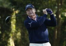 U.S. golfer Tom Watson hits his tee shot on the second hole during the first round of the 2014 Masters golf tournament at the Augusta National Golf Club in Augusta, Georgia April 10, 2014.  REUTERS/Jim Young