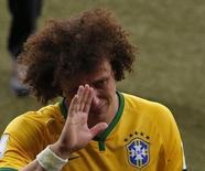 David Luiz chora após derrota do Brasil para a Alemanha na Copa do Mundo. 08/07/2014   REUTERS/David Gray