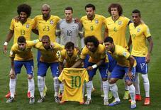 Seleção brasileira posa para foto antes de partida com a Alemanha na Copa do Mundo. 08/07/2014 REUTERS/David Gray