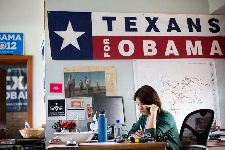 Battleground Texas volunteer April Crain makes phone calls encouraging early voting for Democratic gubernatorial candidate Wendy Davis in Austin, Texas on February 22, 2014.  REUTERS/Julia Robinson