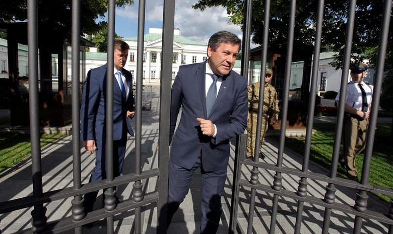 Poland's Deputy Prime Minister and junior coalition party PSL head Janusz Piechocinski (C) leaves after his meeting with Poland's President Bronislaw Komorowski (not pictured) at the Belvedere Palace in Warsaw June 23, 2014. REUTERS/Slawomir Kaminski/Agencja Gazeta