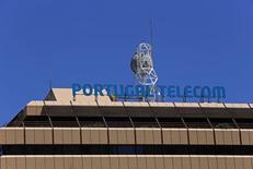 La sede de Portugal Telecom en Lisboa, jul 13 2014. El regulador del mercado bursátil de Brasil podría tardar semanas en revisar los nuevos términos de una fusión entre Grupo Oi y Portugal Telecom, que demanda que la empresa lusa deje más sus acciones en la tesorería de la nueva empresa, dijo a Reuters una ex jefa del regulador.  REUTERS/Hugo Correia