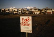 A row of newly-constructed homes selling for over one million dollars each are pictured in the new Sydney suburb of Greenhills Beach, May 13, 2014. REUTERS/Jason Reed