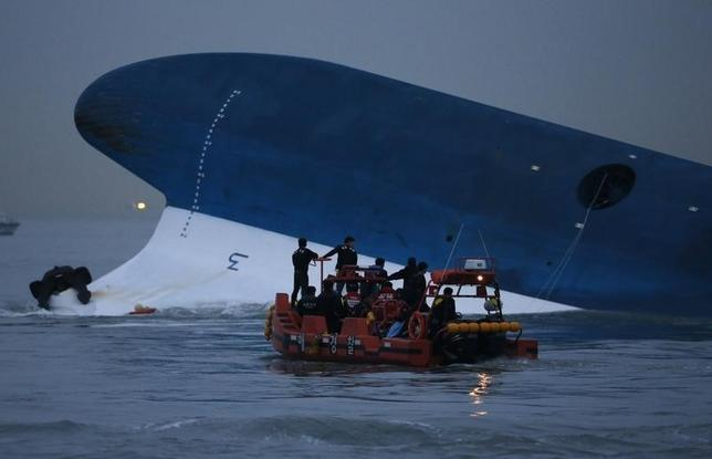 Maritime police search for missing passengers in front of the South Korean ferry ''Sewol'' which sank at the sea off Jindo April 16, 2014.  REUTERS/Kim Hong-Ji