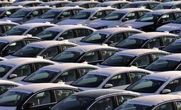 Les constructeurs automobiles généralistes, tels les Français PSA Peugeot Citroën et Renault, devraient être les grands bénéficiaires des résultats du deuxième trimestre, la reprise des ventes de voitures neuves dans la zone euro transformant tout à coup la dépendance à cette région en un avantage. /Photo d'archives/REUTERS/Srdjan Zivulovic