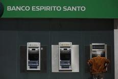 Caixa eletrônico do Banco Espírito Santo, em Lisboa. REUTERS/Rafael Marchante