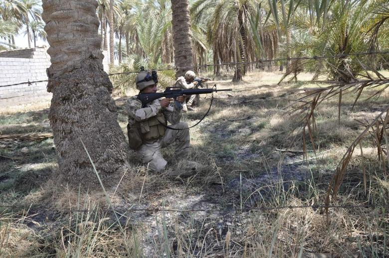 Members of the Iraqi security forces take their positions during a patrol in the town of Jurf al-Sakhar, south of Baghdad, July 16, 2014. REUTERS/Stringer