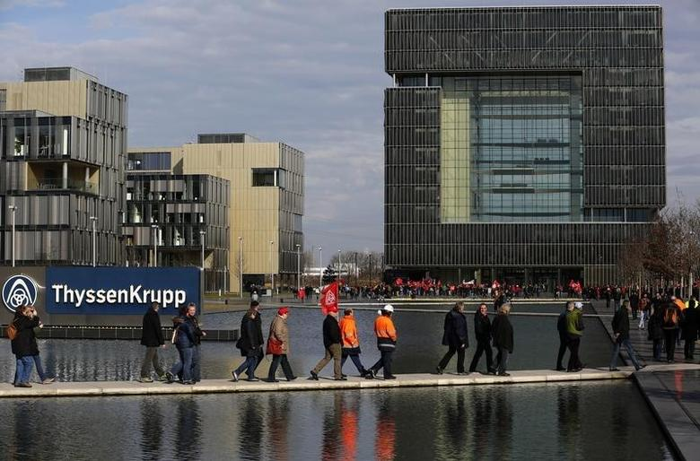 Employees of Germany's top steelmaker ThyssenKrupp arrive for a protest rally at their headquarters in Essen February 25, 2014. Hundreds of protesters demonstrated on Tuesday against job cuts at ThyssenKrupp.  REUTERS/Ina Fassbender  (GERMANY - Tags: BUSINESS EMPLOYMENT CIVIL UNREST) - RTR3FPD1