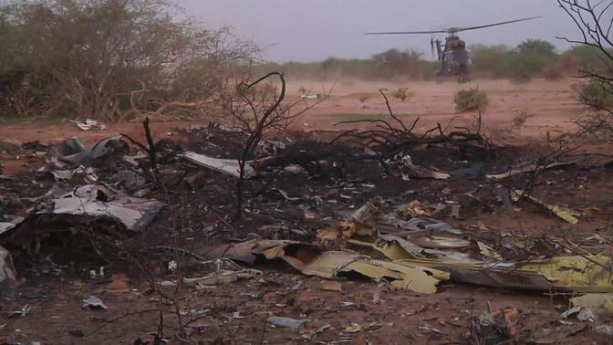 A undated handout released on July 25, 2014 by ECPAD, the French Army Communication Audiovisual office, shows the crash site of Air Algerie flight AH5017 near the northern Mali town of Gossi. REUTERS-ECPAD-Handout via Reuters