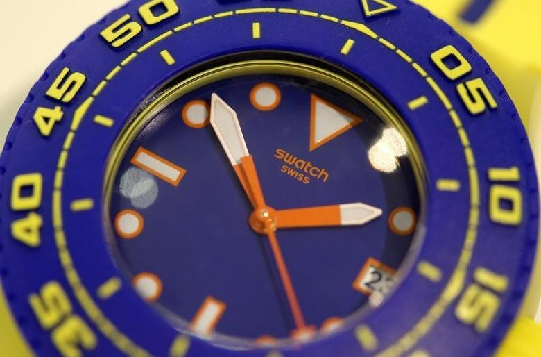 A Swatch Scuba Playero wrist watch is displayed in a shop in Zurich July 23, 2013. The world's biggest watchmaker Swatch Group said it was confident about the second half of the year after its first-half net profit shrugged off a crackdown on traditional gift-giving in China to rise more than expected.REUTERS/Arnd Wiegmann (SWITZERLAND - Tags: BUSINESS)