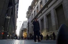 El distrito financiero de Buenos Aires, jul 24 2014. Una misión argentina viajará el lunes a Nueva York para reunirse con el mediador judicial estadounidense a fin de abordar una disputa con los tenedores de bonos que no aceptaron canjes del país sudamericano, dijo el Jefe de Gabinete de Ministros Jorge Capitanich.   REUTERS/Marcos Brindicci