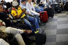 Passageiros aguardam por voo no aeroporto Afonso Pena, em Curitiba. 17/06/2-14 REUTERS/Ivan Alvarado
