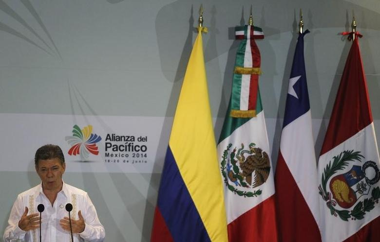 Colombia's President Juan Manuel Santos speaks after the signing of agreements at the second day of the 2014 Alianza del Pacifico (Pacific Alliance) political summit in Punta Mita in the Nayarit region, in the West Coast of Mexico, June 20, 2014. REUTERS/Jorge Dan Lopez