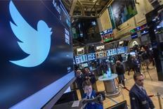 Twitter, à suivre mercredi sur les marchés américains. Le titre du site de micro-blogging a bondi de 35% dans les échanges d'après-Bourse, à 51,20 dollars, après l'annonce de résultats meilleurs que prévu pour le deuxième trimestre. /Photo d'archives/REUTERS/Brendan McDermid