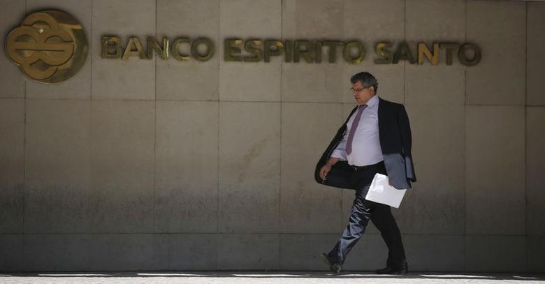 A man leaves the headquarters of Portuguese bank Banco Espirito Santo (BES) in Lisbon July 3, 2014.  REUTERS/Rafael Marchante
