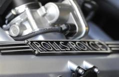 Логотип Rolls-Royceна двигателе на заводе в Гудвуде близ Чичестера 10 мая 2011 года. Прибыль производителя двигателей Rolls-Royce упала на 20 процентов в первом полугодии из-за сокращения трат властей на оборонный сектор и колебания курсов валют, но компания рассчитывает уложиться в прогнозы по итогам года. REUTERS/Toby Melville