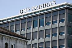 La casa matriz de BNP Paribas en Ginebra, jul 1 2014. BNP Paribas reportó el jueves una pérdida en el segundo trimestre, lo que refleja el costo de una multa de 8.950 millones de dólares por violar sanciones de Estados Unidos, pero el banco dijo que su sólido resultado subyacente demostraba que los clientes no se habían atemorizado por el asunto.   REUTERS/Pierre Albouy