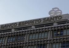 The logo of Portuguese bank Banco Espirito Santo (BES) is seen at their headquarters in downtown Lisbon August 3, 2014. REUTERS/Hugo Correia