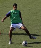 Jogador Celso Borges treina com a seleção da Costa Rica em Santos. 02/07/2014. REUTERS/Paulo Whitaker