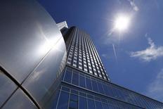 Штаб-квартира ЕЦБ во Франкфурте-на-Майне 3 июля 2014 года. Крупные российские банки, работающие в еврозоне, могут столкнуться с ограничением кредитования у Европейского центробанка или даже с недопущением к нему, поскольку ЕЦБ проверяет, как европейские санкции против Москвы влияют на его операции. REUTERS/Ralph Orlowski
