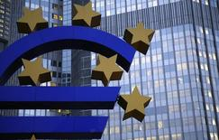 The euro sculpture is seen outside the headquarters of the European Central Bank (ECB) in Frankfurt, November 5, 2013. REUTERS/Kai Pfaffenbach