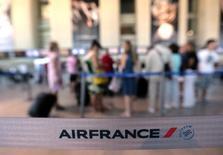 Air France-KLM a enregistré une hausse de 1,9% de son trafic et une progression de 0,4 point (à 87,8%) de son coefficient d'occupation dans son activité de transport de passagers en juillet, tirée par les zones Asie et Amériques. /Photo d'archives/REUTERS/Eric Gaillard
