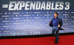 """Actor Sylvester Stallone poses on the red carpet for the German premiere of """"The Expendables 3"""" in the western German city of Cologne August 6, 2014.    REUTERS/Wolfgang Rattay"""