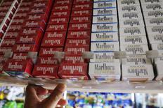 A Philip Morris International, maior empresa de tabaco do mundo, se prepara para processar o governo britânico caso ele implemente uma lei de embalagens simples para maços de cigarros, segundo documento visto pela Reuters. REUTERS/Brian Snyder