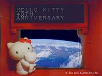 Una figura de 4 centímetros de Hello Kitty en el satélite Hodoyoshi-3 el 14 de agosto de 2014.  Hello Kitty, embajadora de las cosas lindas de Japón, está en una misión espacial financiada por el Gobierno.  REUTERS/Sanrio Co. ,Ltd./Handout via Reuters