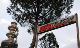 Telecom Italia a confirmé jeudi son intérêt pour GVT, la filiale brésilienne de Vivendi qui est convoitée par l'opérateur espagnol Telefonica. /Photo d'archives/REUTERS/Alessandro Bianchi