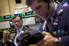 Wall Street a ouvert en légère hausse, les investisseurs réagissant favorablement à un bond des mises en chantier et à une faible inflation, qui devrait inciter la Réserve fédérale à laisser ses taux d'intérêt à leurs bas niveaux actuels. L'indice Dow Jones gagnait 0,19% à l'ouverture, le Standard & Poor's 0,13% et le Nasdaq Composite 0,13%. /Photo prise le 18 août 2014/REUTERS/Brendan McDermid