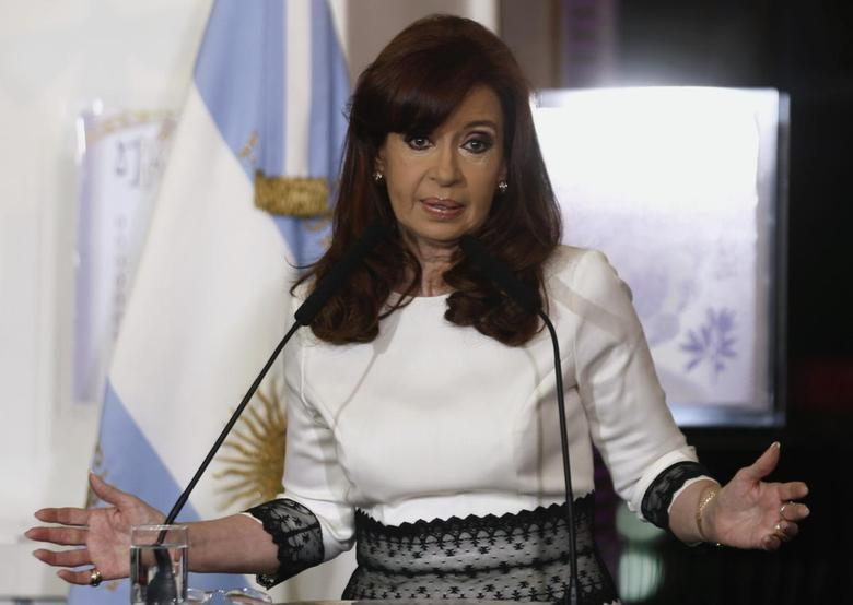 Argentina's President Cristina Fernandez de Kirchner speaks during a ceremony at the Casa Rosada Presidential Palace in Buenos Aires July 31, 2014.  REUTERS/Marcos Brindicci