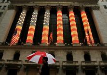 La Bourse de New York a ouvert en léger repli vendredi avec la montée des tensions en Ukraine et en attendant le discours de la présidente de la Réserve fédérale américaine Janet Yellen. Le Dow Jones perdait 0,13% à 17.017,11 points dans les premiers échanges. Le Standard & Poor's 500 reculait de 0,14% et le Nasdaq Composite cédait 0,12%. /Photo d'archives/REUTERS/Lucas Jackson